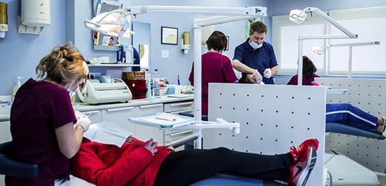 Expertos en ortodoncia, boxes de la clínica dental Orthodontic Hospitalet