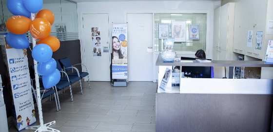 Especialistas en implantes, recepción de la clínica dental Orthodontic Vilanova