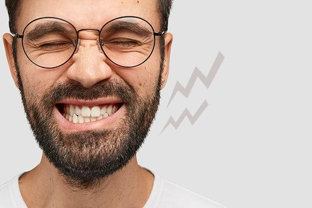 Bruxismo es apretar los dientes involuntariamente