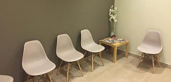 Sala de espera clínica dental Vilafranca