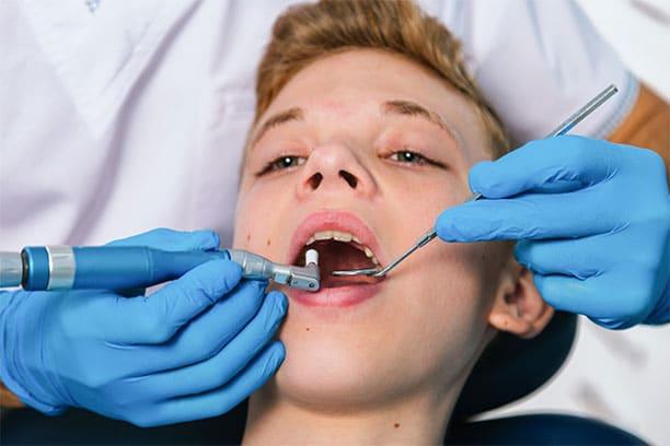 Para los adolescentes es muy importante que vayan a la clínica dental