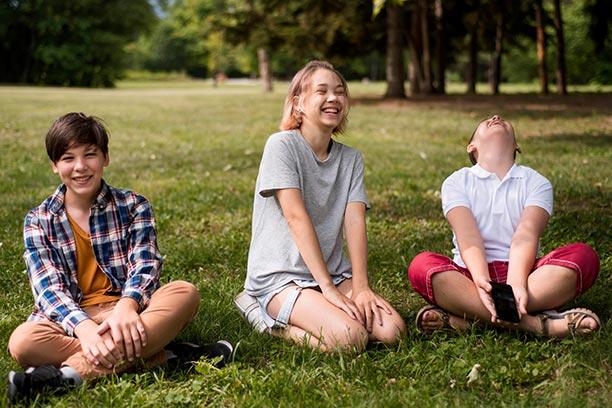 Adolescentes disfrutan de tener una buena salud dental